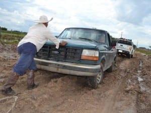 Los-caminos-mal-estado-siguen-aislando-los-del-sur-300x225